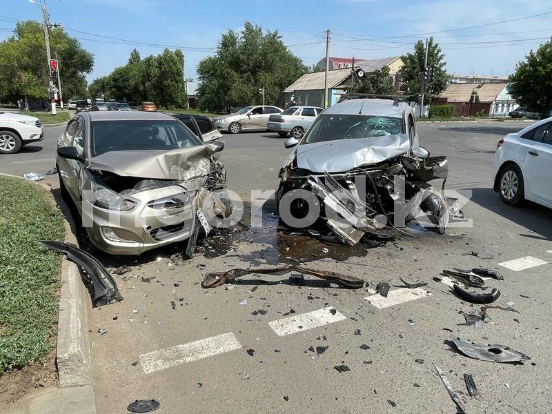Два человека пострадали в ДТП в центре Уральска Два человека пострадали в аварии в центре Уральска