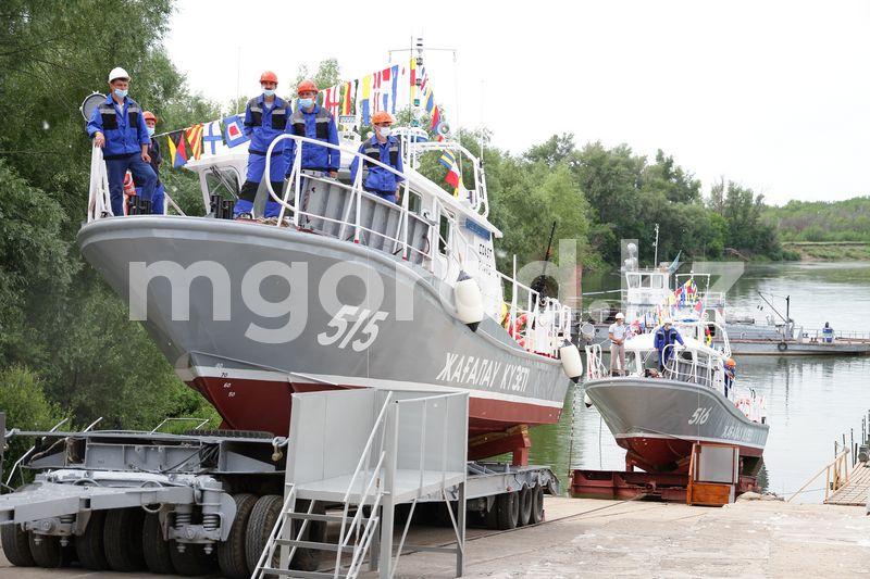 Два катера спустили на воду в Уральске Два катера спустили на воду в Уральске