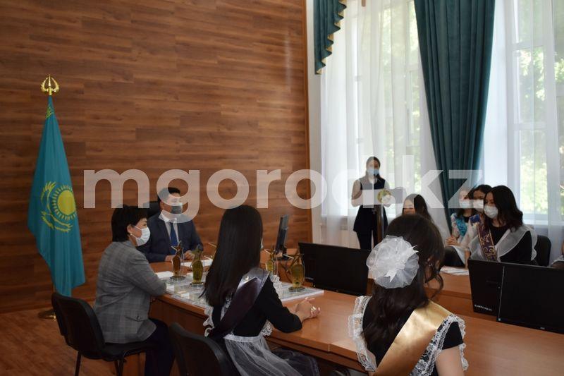 25 выпускников из Бурлинского района стали обладателями «Алтын белги» 25 учеников Бурлинского района стали обладателями «Алтын белги»