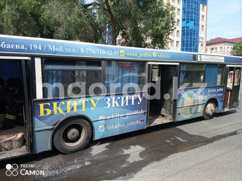 Пассажирский автобус загорелся в Уральске (фото, видео) Пассажирский автобус загорелся в Уральске (фото, видео)