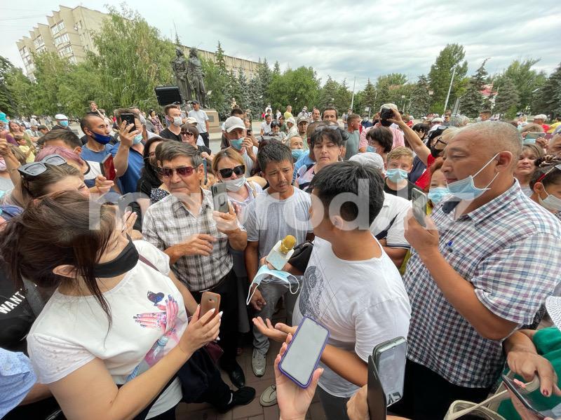 Уральцы вышли на площадь и потребовали отменить обязательную вакцинацию от COVID-19 (фото) Более сотни уральцев выступили против вакцинации на площади