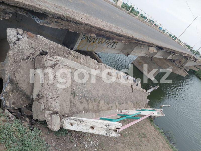 Часть моста через реку Деркул обрушилась в ЗКО (фото) Часть моста через реку Деркул обрушилась в ЗКО (фото)