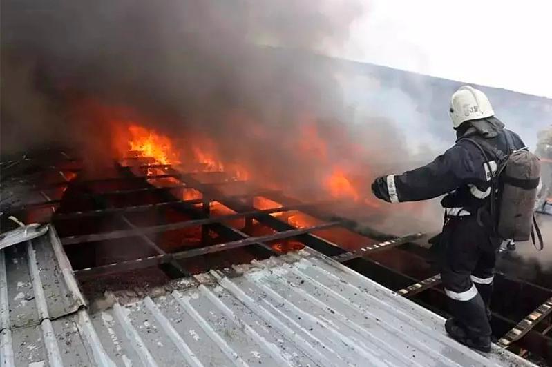 СТО горело в Наурызбайском районе Алматы СТО горело в Наурызбайском районе Алматы