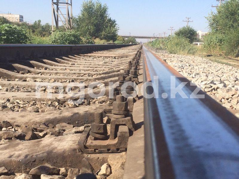 Обе ноги отрезало мужчине грузовым поездом в Уральске Обе ноги отрезало грузовым поездом мужчине в Уральске