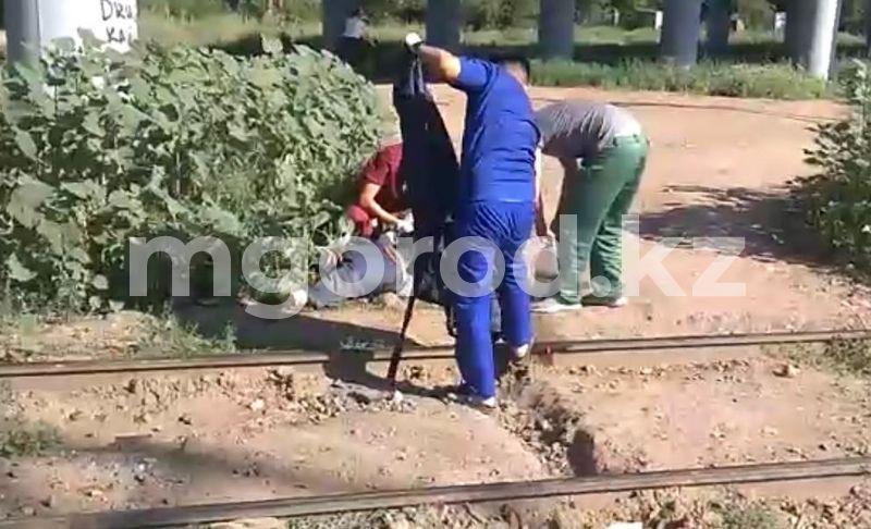 Мужчине отрезало ногу поездом в Уральске (фото, видео) Ногу отрезало поездом пенсионеру в Уральске (фото, видео)