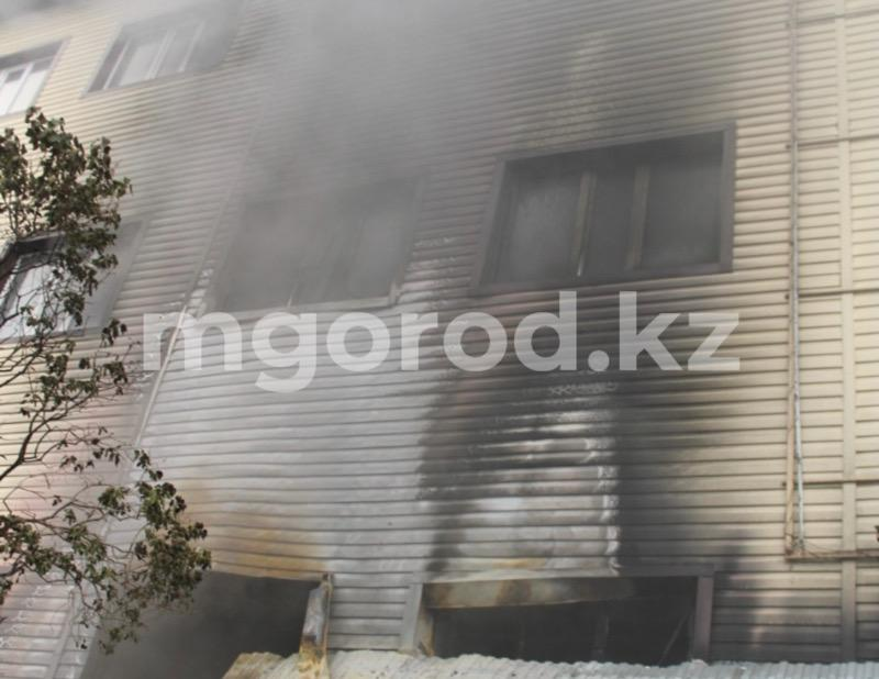 Торговый дом горел в Уральске (фото, видео) Торговый дом горел в Уральске