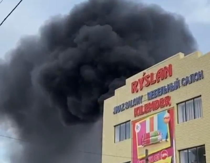 Торговый дом горел в Уральске (фото, видео) Торговый дом горел в Уральске (фото, видео)
