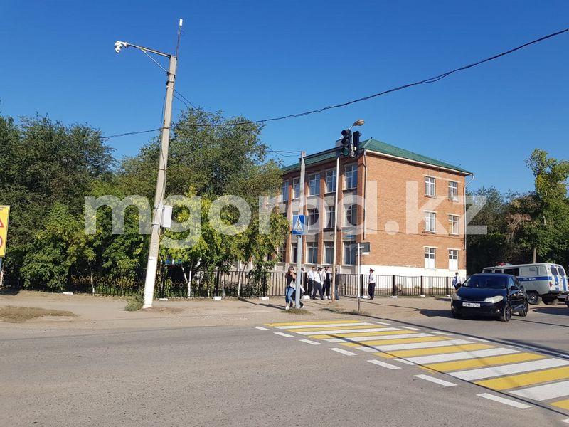 В Актобе снова «заминировали» те же школы В Актобе «заминировали» 6 школ. Отменены торжественные линейки