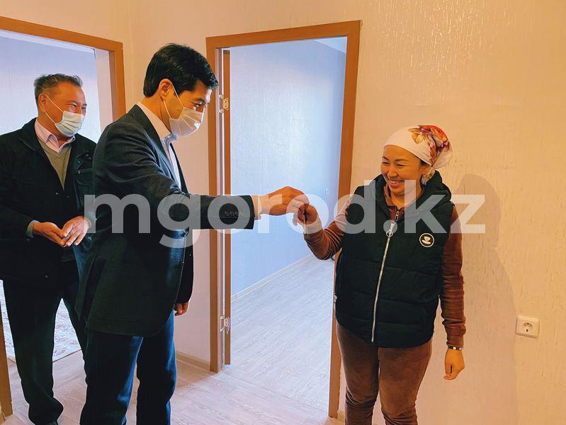 В Уральске 198 семей получили ключи от новых квартир В Уральске 198 семей получили ключи от новых квартир