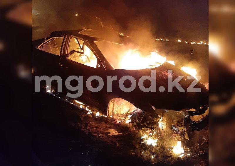 Toyota Camry полностью сгорела на трассе в ЗКО Toyota Camry полностью сгорела на трассе в ЗКО