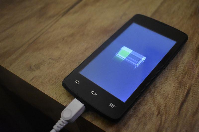Почему опасно использовать гаджеты перед сном Почему не стоит увлекаться смартфоном перед сном и действенные лайфхаки о том, как уснуть без гаджета