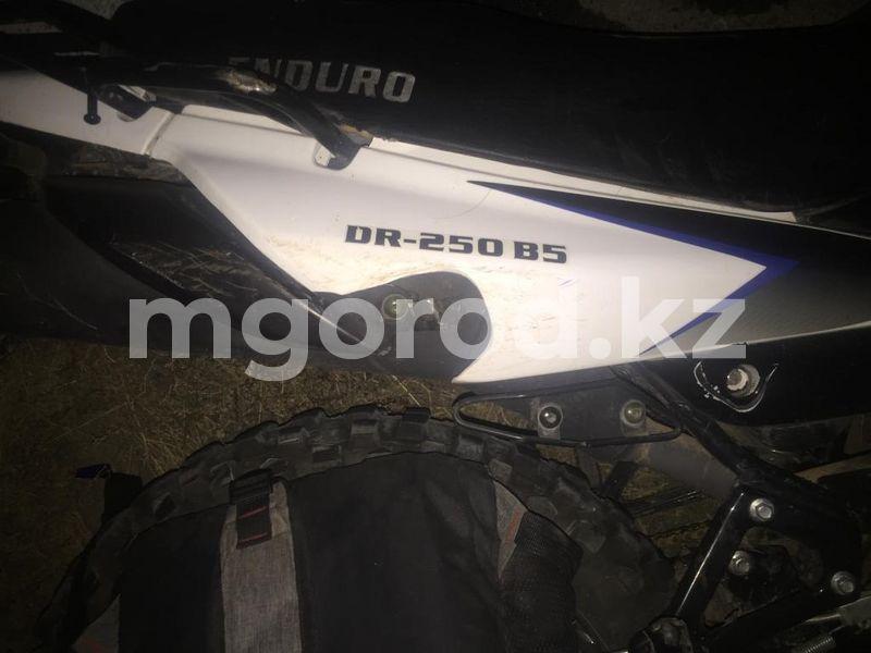 Мотоциклист «под наркотиками» сбил корову в ЗКО Мотоциклист сбил корову и попал в реанимацию в ЗКО