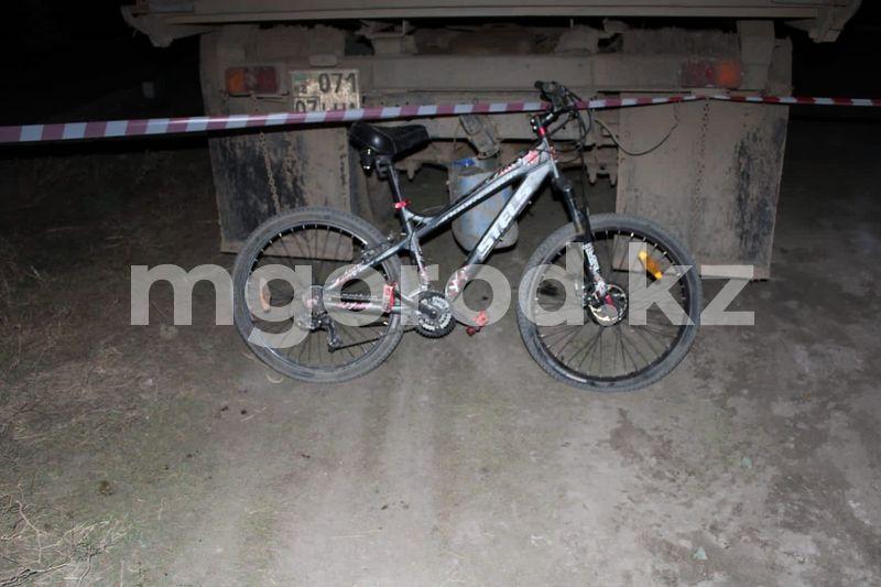 Велосипедист попал под колёса манипулятора в Уральске В Уральске велосипедист попал под колеса манипулятора и скончался в больнице